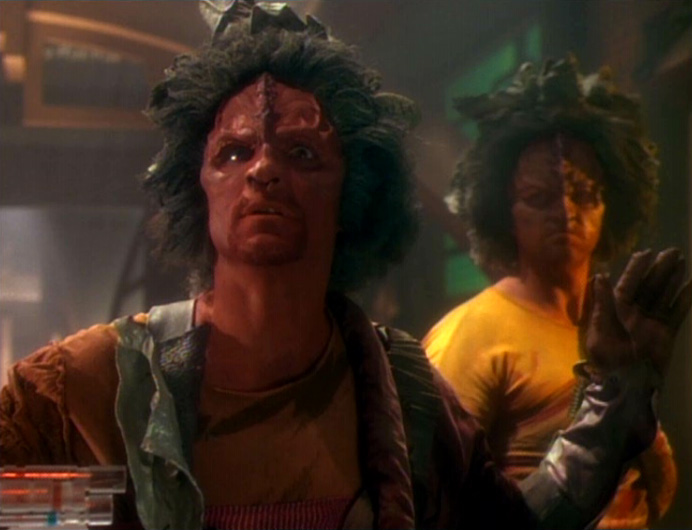 http://voy.trekcore.com/gallery/albums/2x02/initiations011.jpg